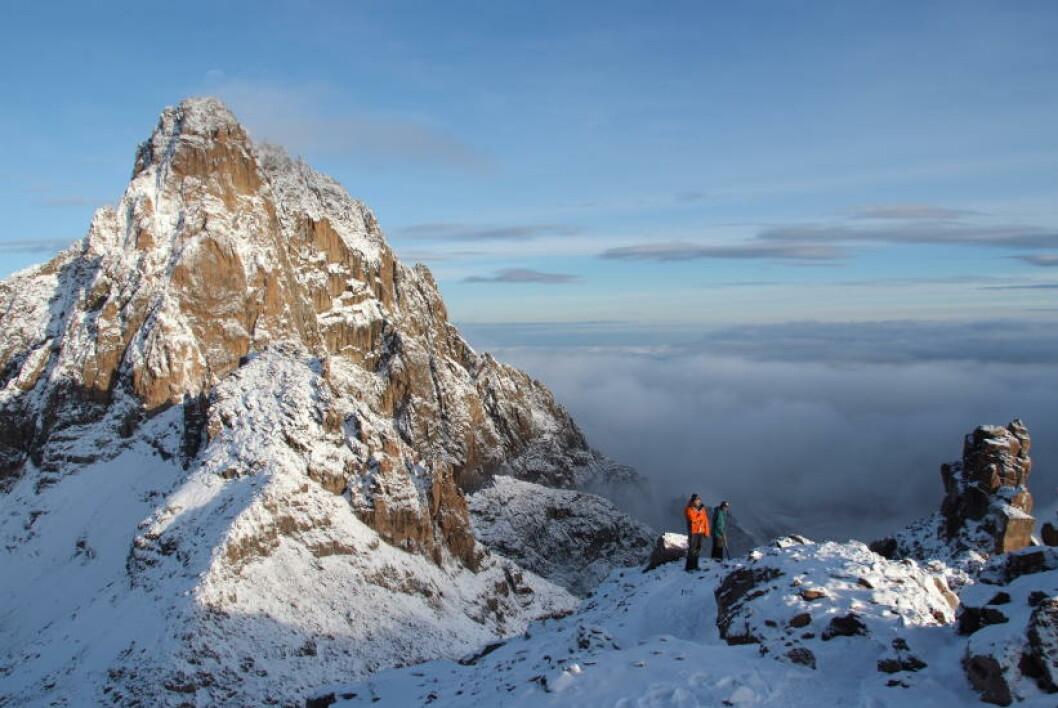 <strong>NESTEN HELT OPPE:</strong> Turen opp til Pt. Lenana på 4985 meter over havet krever ikke teknisk klatring og er derfor den desidert mest populære. Men det krever turen opp til Mt. Kenyas høyeste topp Batian som reiser seg 5199 meter over havet i bakgrunnen. Foto: TORILD MOLAND