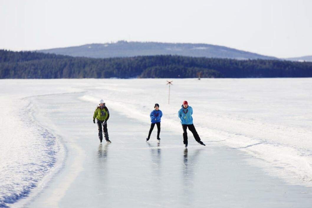 <strong>MEIENDE FLOTT:</strong> Skøyteløp er ikke en del av Ski-VM, men på innsjøen Runn kan du som besøkende ta deg en tur, på brøytede og preparerte turløyper. Foto: VISIT SÖDRA DALARNA
