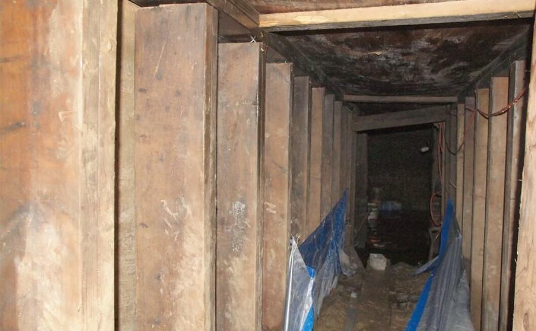 <strong>TUNNEL-FUNN:</strong> Politiet i Toronto i Canada har funnet en tunnel i byen som de ikke aner hvem som har laget. Den er ti meter lang og er så høy at en voksen person kan stå oppreist. Saken omtales som et mysterium i USA. Foto: AFP PHOTO / HANDOUT / TORONTO POLICE