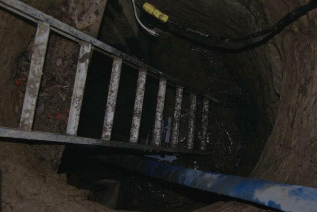 <strong>TUNNEL-FUNN:</strong> Politiet i Toronto i Canada har funnet en tunnel i byen som de ikke aner hvem som har laget. Den er ti meter lang og er så høy at en voksen person kan stå oppreist. Saken omtales som et mysterium i USA. Foto: AP Photo/The Canadian Press, Chris Young