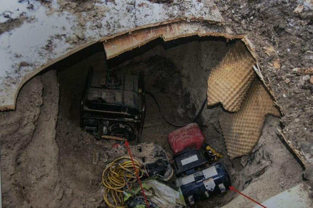 <strong>TUNNEL-FUNN:</strong> Politiet i Toronto i Canada har funnet en tunnel i byen som de ikke aner hvem som har laget. Den er ti meter lang og er så høy at en voksen person kan stå oppreist. Saken omtales som et mysterium i USA. Foto: . (AP Photo/The Canadian Press, Chris Young)