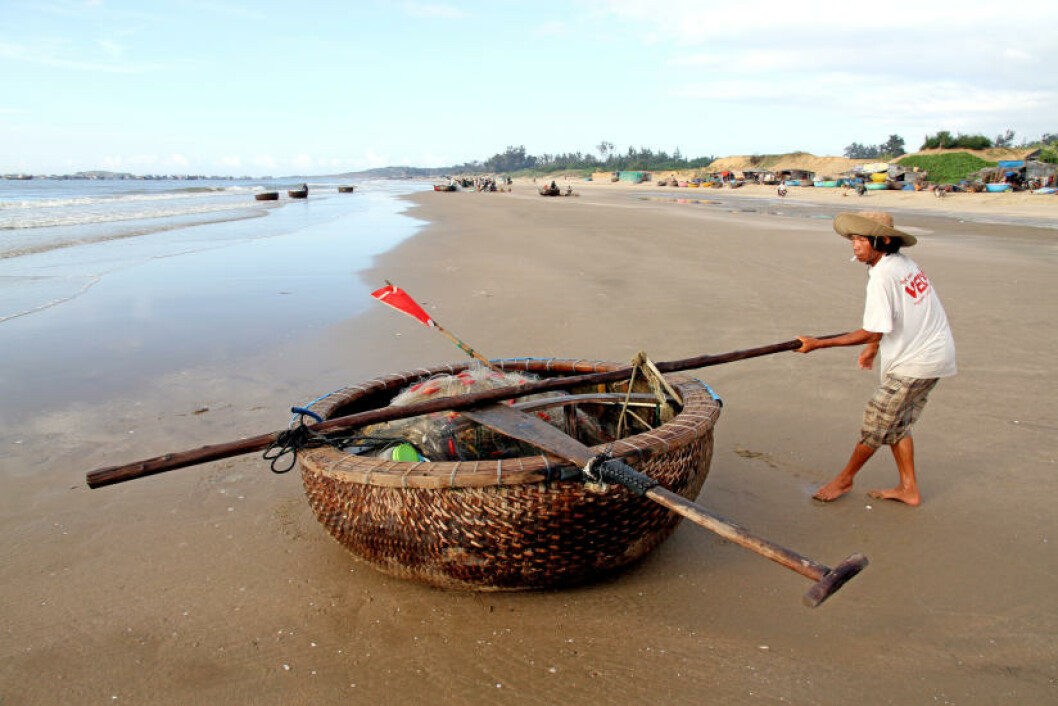 MUI NE: I Mui Ne er det livet på stranda som er høydepunktet. Den gamle fiskelandsbyen er også kjent for havets frukter - servert omtrent rett fra båten.  Foto: RUNAR LARSEN