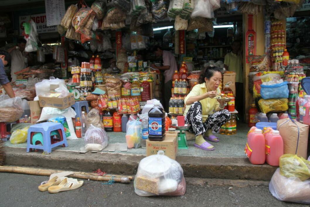 HO CHI MINH: Ho Chi Minh, tidligere Saigon, er gatematens hovedstad - og byr på smakfulle inntrykk fra hele Vietnam. Har du en kyndig veiviser i kaoset av kjøretøy og gater, er dette byens virkelige høydepunkt. Foto: RUNAR LARSEN