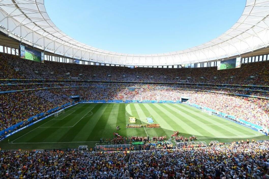 <strong>UNDER VM:</strong> I fotball-VM 2014 ble det spilt sju kamper på Mané Garrincha i Brasilia. I dag er den knapt i bruk og utenfor er det parkeringsplass for busser. Foto: AFP PHOTO / EVARISTO SA
