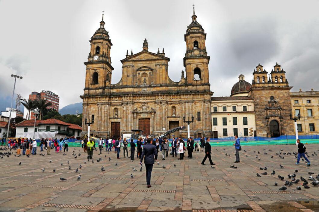 <strong>SENTRUM:</strong> Plaza de Bolivar er selve symbolet på sentrum i Bogota. Plassen med de spansk- og portugisiskinspirerte bygningene ble utropt som nasjonalmonument i 1994. Foto: EIVIND PEDERSEN