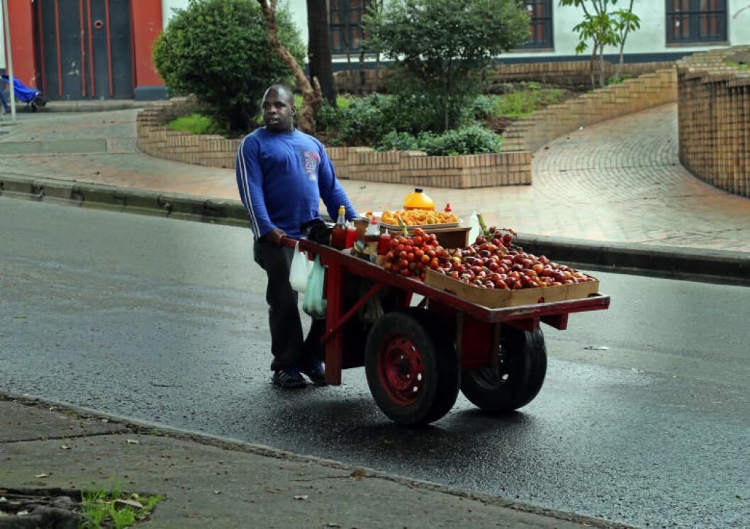 <strong>FRUKTFAT:</strong> Få steder i verden får du så mange forskjellige frukter. Colombia er kjent for sitt enorme mangfold. Foto: EIVIND PEDERSEN