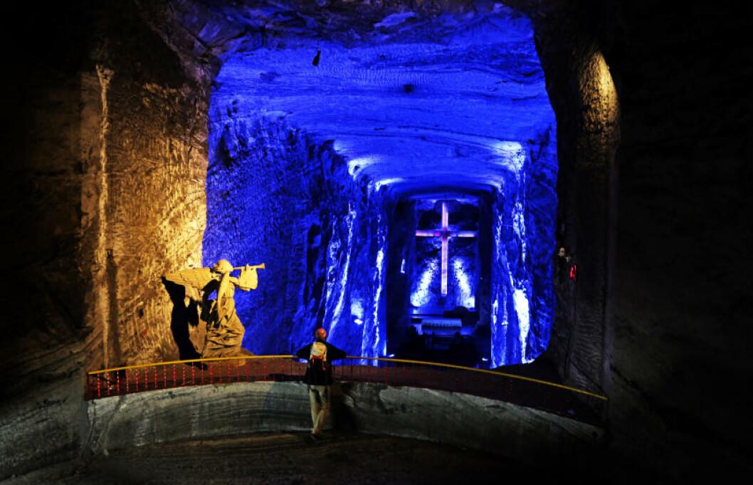<strong>HØYT:</strong> Før du kommer inn i selve Saltkatedralen, får du et lite innblikk i det enorme kirkerommet når du står på galleriet. Foto: EIVIND PEDERSEN
