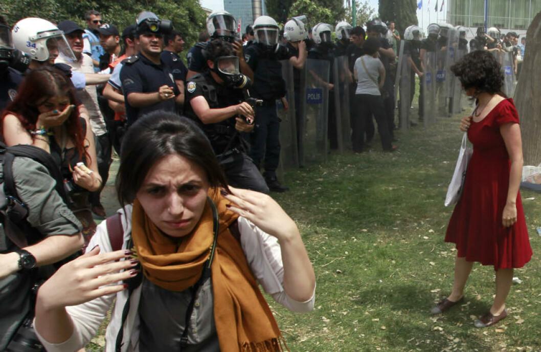 <strong>BLE SYMBOLSK:</strong> Osman Orsal for Reuters sine bilder gikk verden rundt for to år siden. Foto: Osman Orsal / Reuters / NTB Scanpix