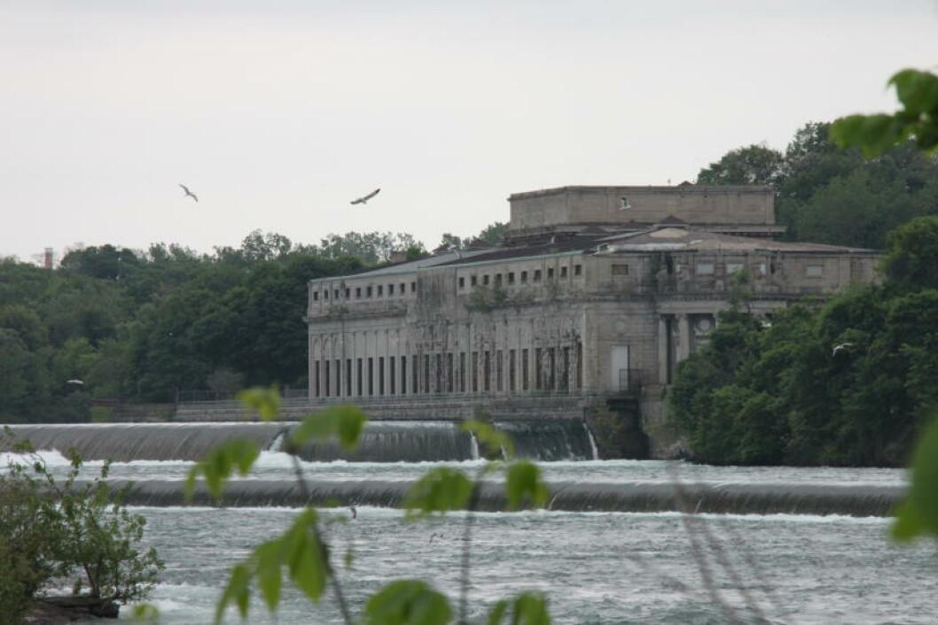 <strong>KRAFTSTASJON:</strong> Til og med pumpestasjonen som hører til Niagaras vannkraftproduksjon er vakker. Foto: SOLVEIG BÅDSVIK
