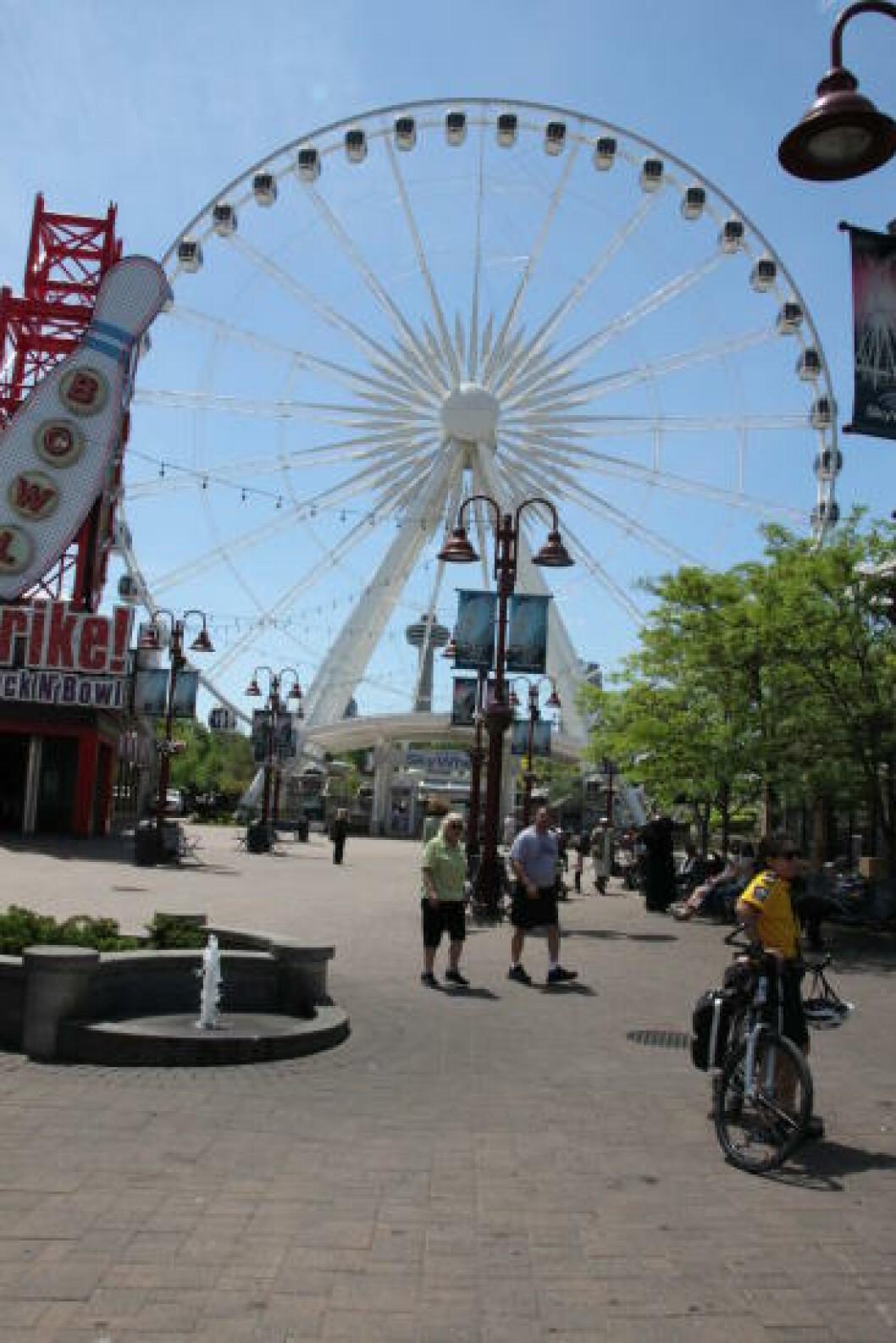 <strong>TIVOLIHJUL:</strong> Ikke bare er Niagarafallene et bryllupsreise-mekka. Det er også en gigantisk fornøyelsespark og dermed perfekt for barnefamilier som liker tivoli, vannparker og 3D-kinoer. Foto: SOLVEIG BÅDSVIK