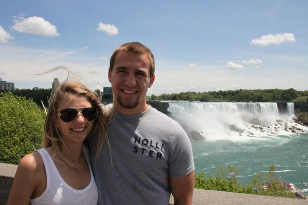 <strong>ROMANTISK TUR:</strong> Kjæresteparet Cassie Robinson og Nick Riegel fra New York på besøk til Niagarafallene. Foto: SOLVEIG BÅDSVIK