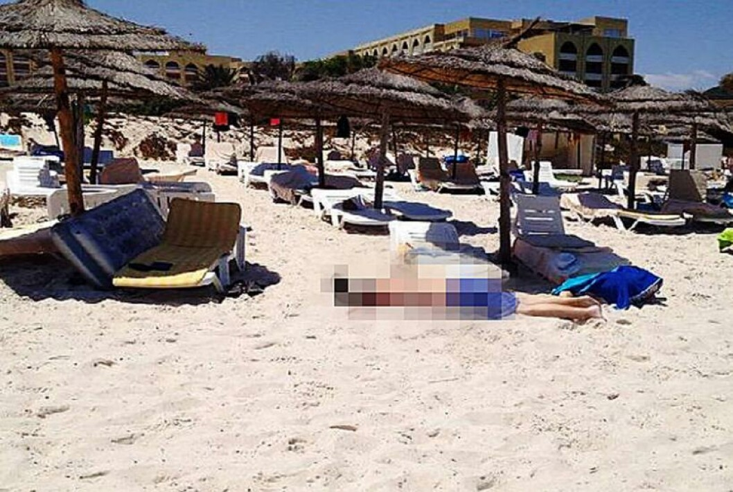 <strong>DREPT PÅ STRANDA:</strong> 23-åringen valgte seg ut turister som ofrene sine, og sa «gå vekk» til andre tunisiere. Foto: TNN VIA AFP / NTB Scanpix