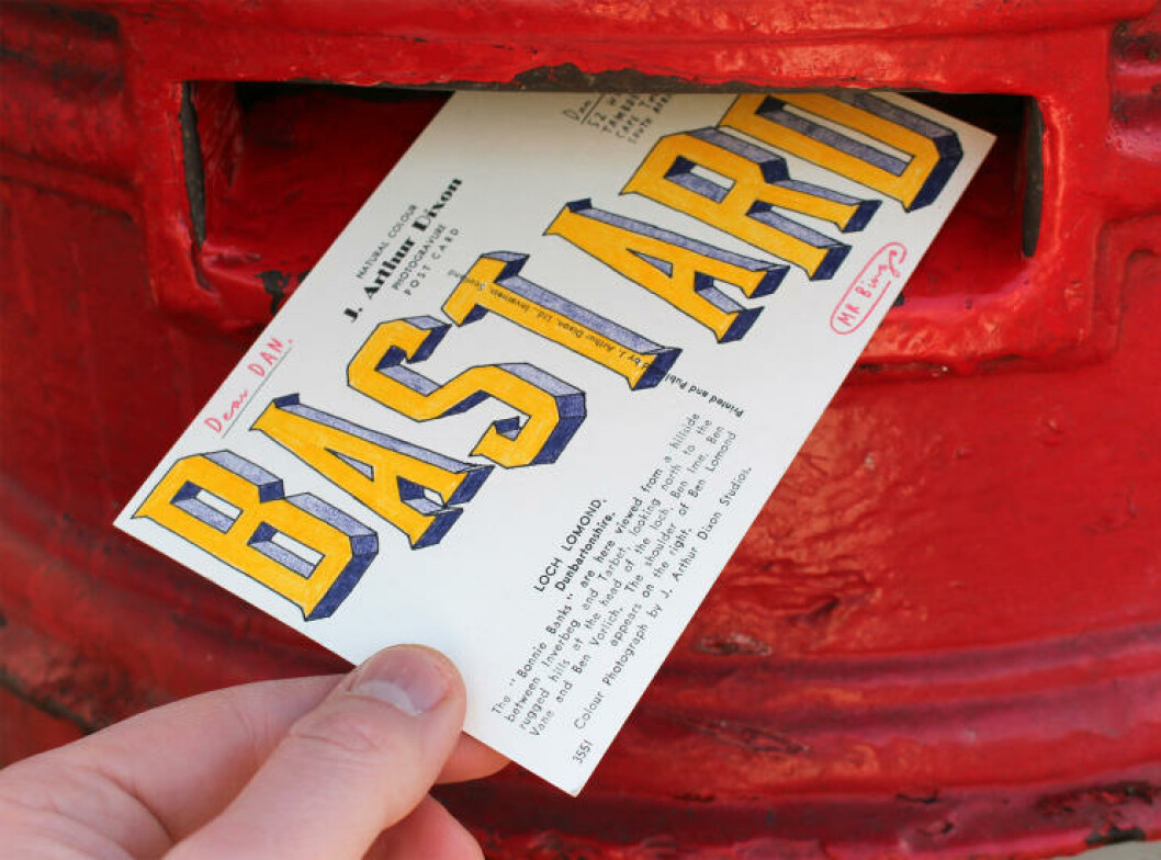 <strong>FIN JOBB:</strong> - Jeg lager kortene fordi jeg synes det er morsomt, forteller Mr. Bingo. Foto: Privat