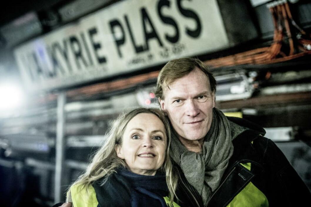 <strong>MANN OG KONE:</strong> - Det handler om hvor langt man er villig til  å gå for kjærligheten, sier Sven Nordin - her sammen med Pia Halvorsen, kona i «Valkyrien», som han gjør alt for å forsøke å redde.