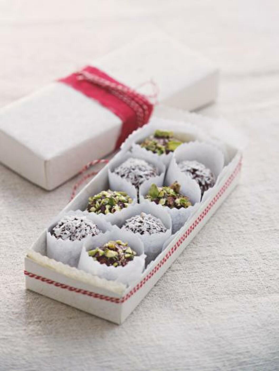 <strong>FRISTENDE:</strong>Sjokoladetrøfler er lett å lage - og uimotståelige. Foto: DREYER HENSLEY/SAMLAGET