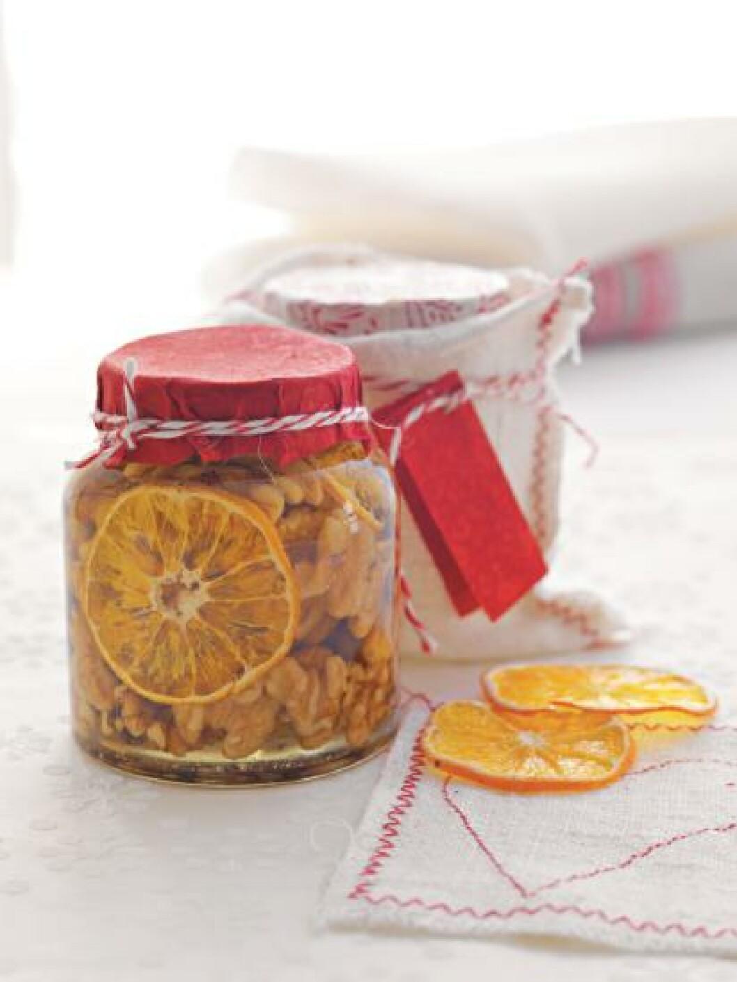 <strong>NØTTER:</strong> Nøtter er godt, honning er godt. Sammen smaker de fantastisk. Foto: DREYER HENSLEY/SAMLAGET