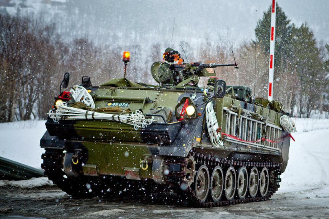 Omlag 7500 soldater fra 14 nasjoner vil delta på øvelsen. Her dansker på oppdrag i Målselv. Foto: Erik Drabløs/Forsvaret