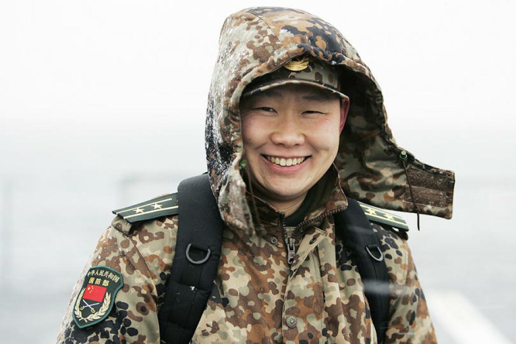 Denne fyren er langt hjemmefra. Den kinesiske forsvarsattacheen har observatørstatus under øvelsen. Foto: Torbjørn Kjosvold/Forsvaret