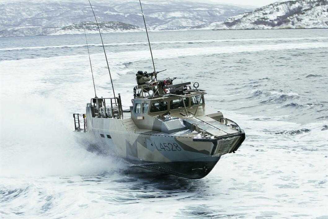 Norske Stridsbåt 90 i aksjon utenfor Harstad. Foto: Torbjørn Kjosvold/Forsvaret