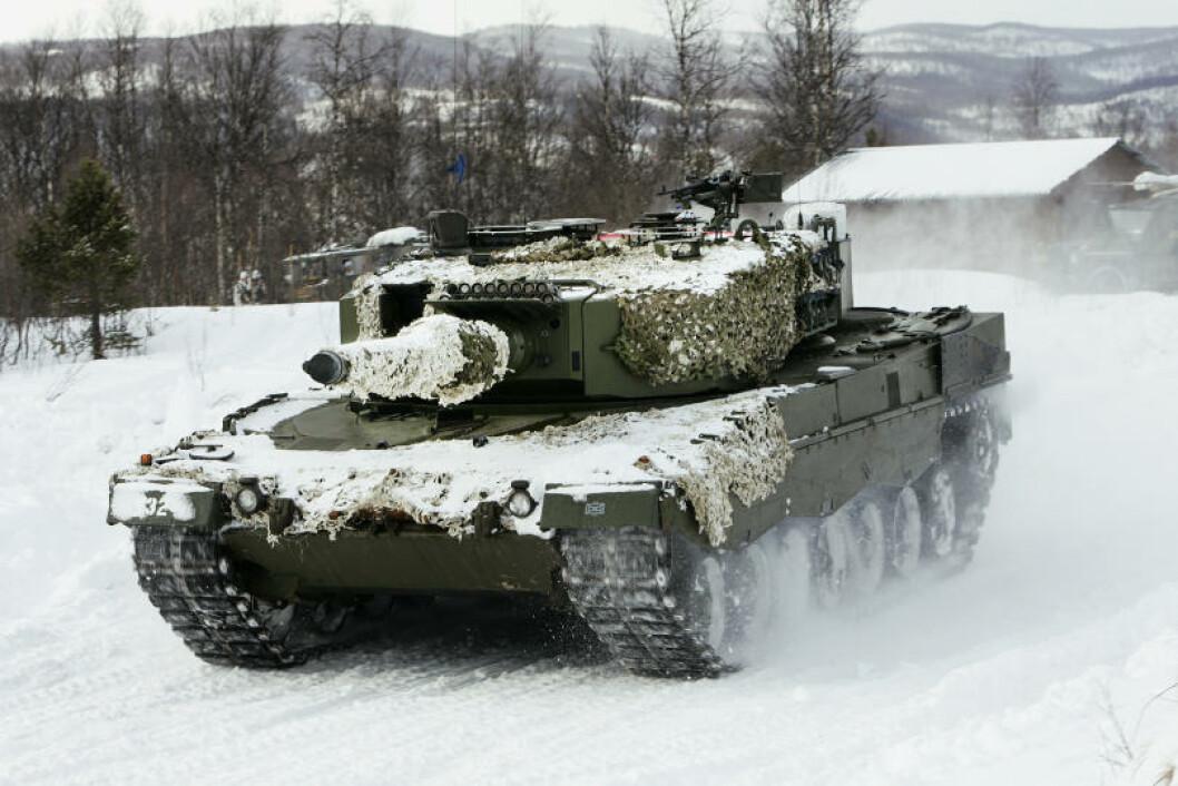 Leopard 2A4 på Setermoen skytefelt. Foto: Torbjørn Kjosvold/Forsvaret