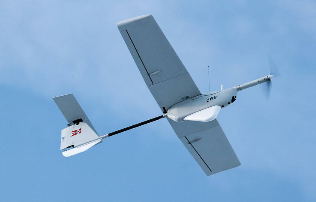 Aladin mini UAV fly over skytefelt på Setermoen. Foto: Torbjørn Kjosvold/Forsvaret